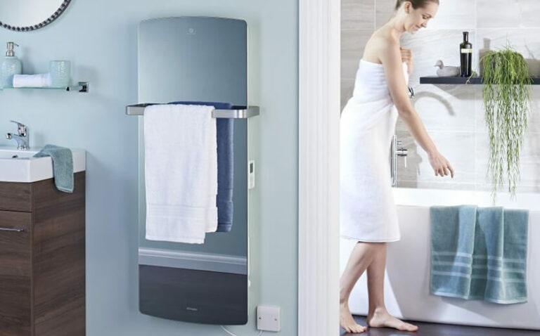 NOBO fürdőszobai megoldásai törölközőtartóval ellátott fűtőpanelek