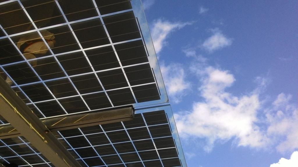 SolarWatt német gyártmányú áttetsző napelem 30 év garanciával. Terasz, veranda árnyékolására is, ha kicsi a tetőfelület, rossz a tájolás vagy a dőlésszög.
