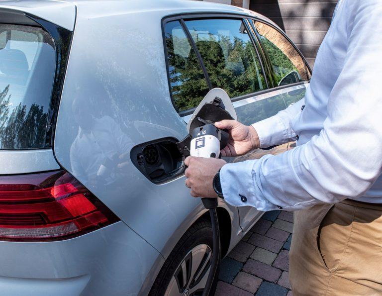elektromos autó töltése NOARK EV töltővel