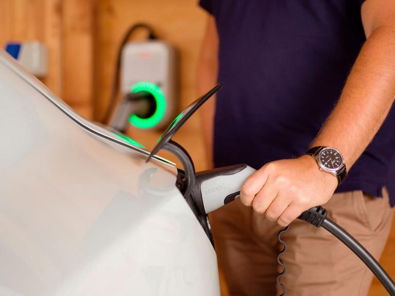 elektromos autó töltése Fronius Wattpilot EV töltővel