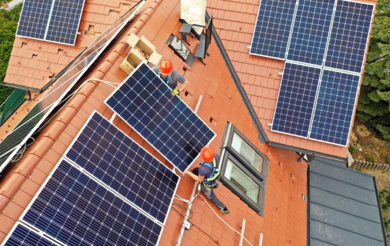 napelem panelek telepítése háztetőre